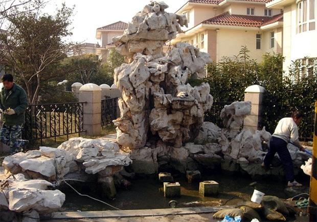 别的小区做的太湖石效果 太湖石 鹅卵石 黄石 红石 假山石